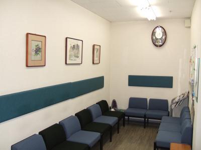 待合室です。少しでも季節を感じて頂けるよう心がけております。